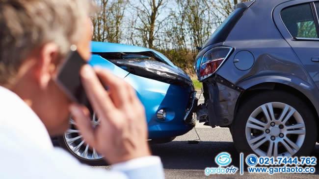 Tidak Sengaja Nabrak Mobil Orang Untung Ada Pertanggungan Asuransi Kendaraan